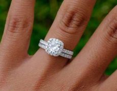 Customizable Engagement Rings keep the Symbol of your Love in hand